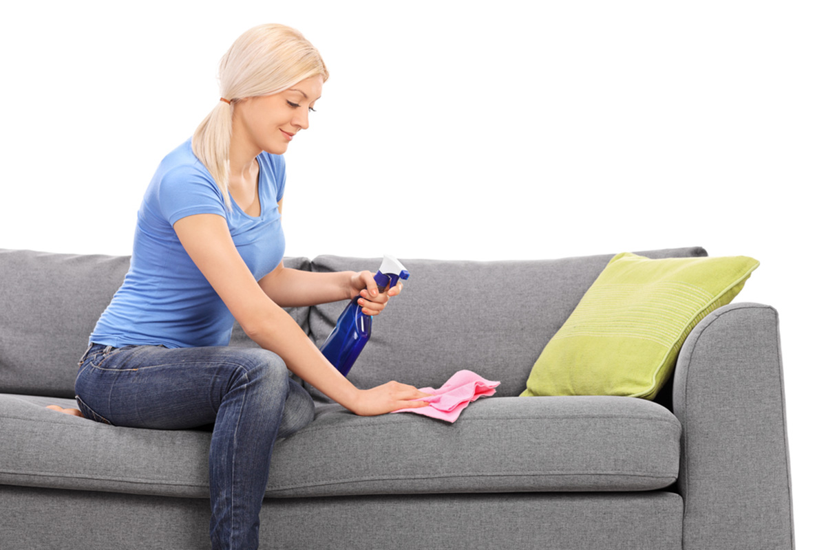 Как почистить диван в домашних условиях от грязи и запаха 85